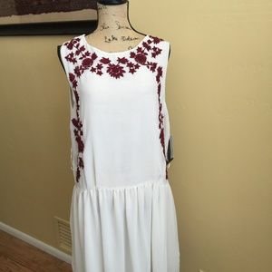 NWT Zara white dress with red flower embroidery